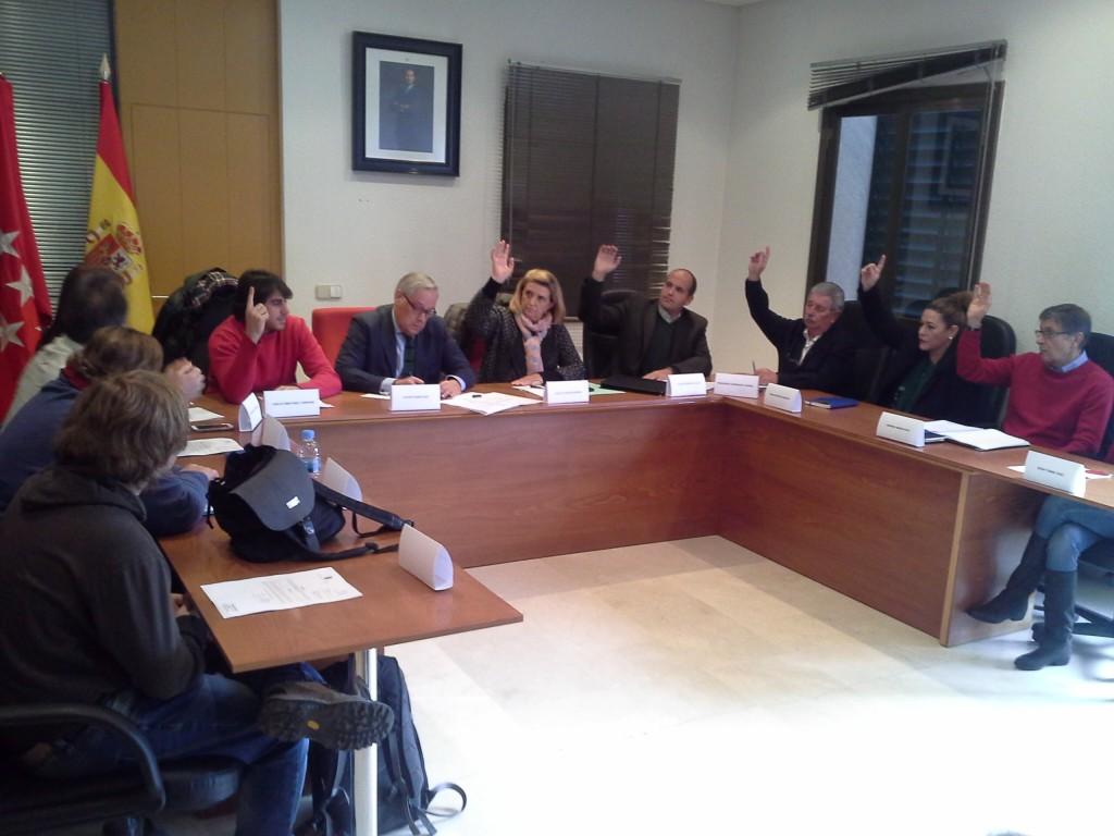 Foto del Pleno Extraordinario del Ayto. de Villar del Olmo celerada el 15_12_2015.